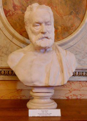 リュクサンブール宮(セナ)のユゴー像